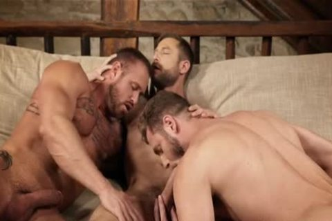 Muscle homo three-some With Creampie